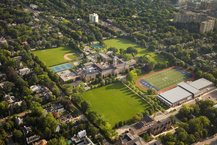 上加拿大学院校园服饰图